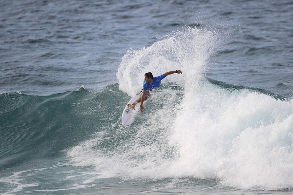 Alex Ribeiro estreando no CT na Gold Coast (Foto: Kelly Cestari – WSL)