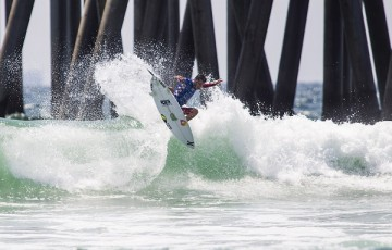 Filipe Toledo surfing during Heat Two of the Semifinals at The Vans US Open of Surfing