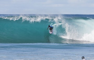 Victor Bernardo placed second in Semifinal Heat 1 of the Men's Pipe Invitational at Pipeine, Hawaii.