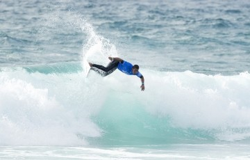 Weslley Dantas of Brasil winning Heat 1 of Round 1 at the World Junior Championship.