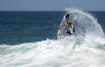 Alejo Muniz won his Round 4 Heat at the Maitland and Port Stephens Toyota Pro at Merewether Beach